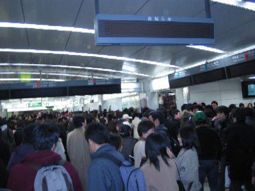 夜の新宿駅