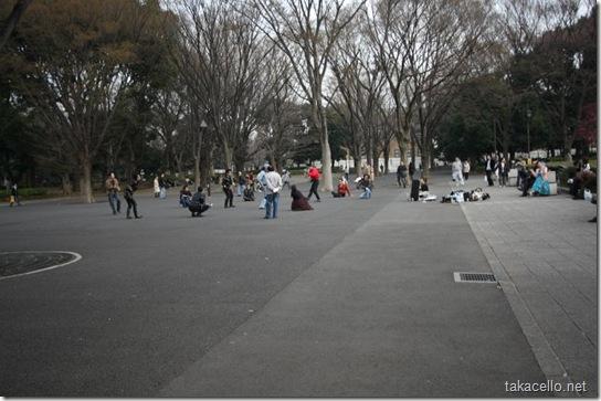上野公園で踊るロカビリーかぶれ達:拡大
