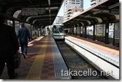 早稲田駅に電車が到着