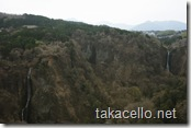 九重夢吊橋から男滝と女滝を眺める