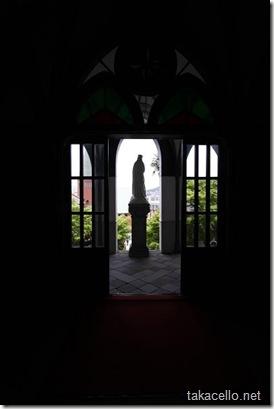 マリア像のシルエット