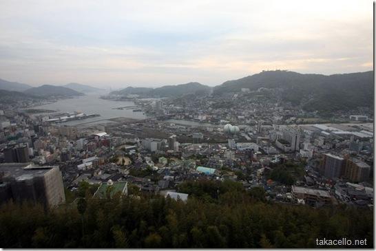 梅松鶴からの夕暮れの長崎の眺め
