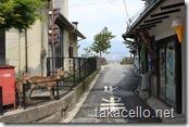 宮島の町並みから海を望む