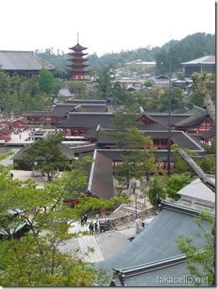 多宝塔付近から厳島神社を望む