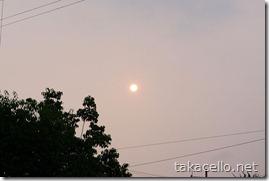 薄曇りで輪郭がハッキリ見える太陽