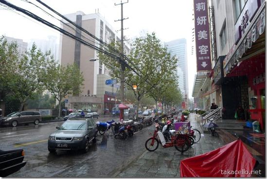 雨の上海市街