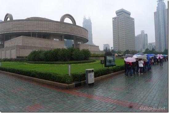 長蛇の列の上海博物館