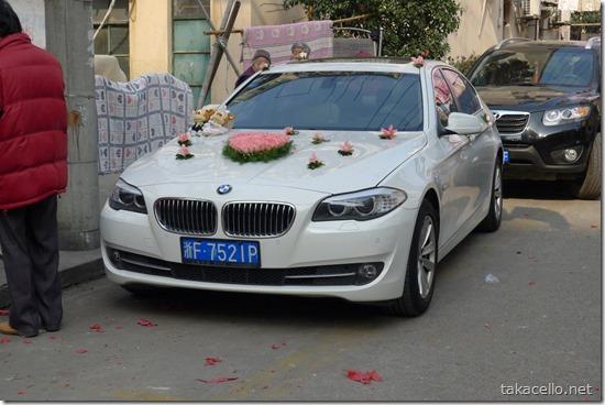 結婚式用に飾られた車